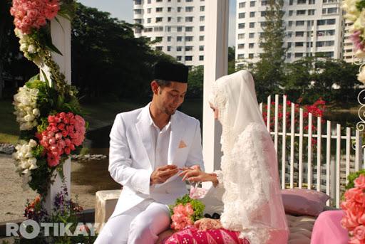 http://lh6.ggpht.com/-HYnZGKtpSGg/UJTdtREgqBI/AAAAAAAABck/PpIS2w__r5Q/09-Gambar-Majlis-Pernikahan-Farid-Kamil-Diana-Danielle-ROTIKAYA.jpg