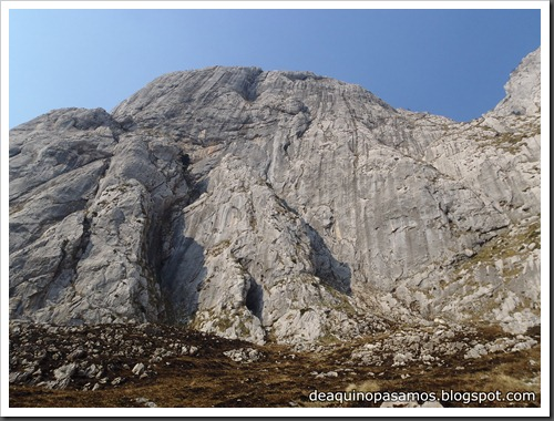 Via Intrusos 350m MD  7a  (6b A0 Oblig) (Alto Les Palanques, Picos de Europa) (Victor) 0083