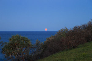 Moonrise over the ocean, Stradbroke Island