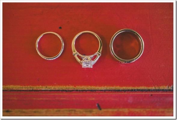 strawberry-farms-wedding-photos-blogger-boquet-white-bride-groom-ring
