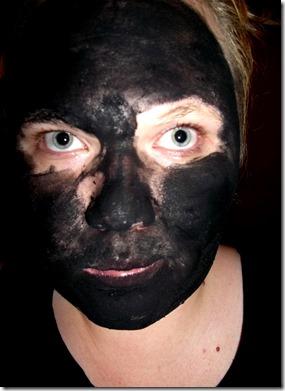 živočišné uhlí maska