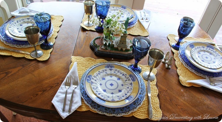 4th of July table in blue whiteand yellow
