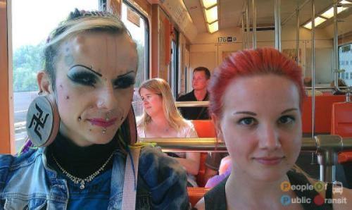 pessoas bizarras em metrô (13)