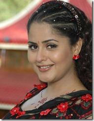 spicy-actress-farzana-cute face
