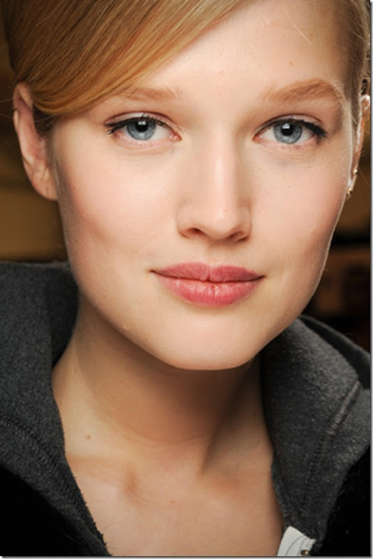 CAROLINA-HERRERA-FALL-2011-RTW-BEAUTY-01_runway