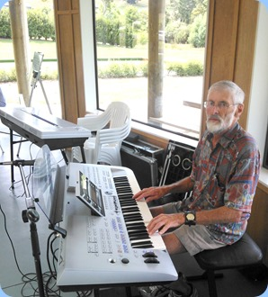 Errol Storey playing the Yamaha Tyros 4