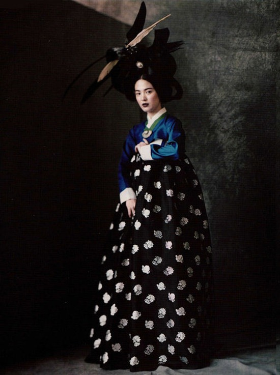 vogue_korea_june_2007_roversi_4
