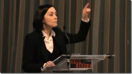 Η Νάντια Γιαννακοπούλου στο Ληξούρι: Λόγοι και λογύδρια ξεπατικωσούρα