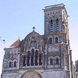 06.- Viollet le Duc. Reconstrucción de la Madeleine de Vezelay
