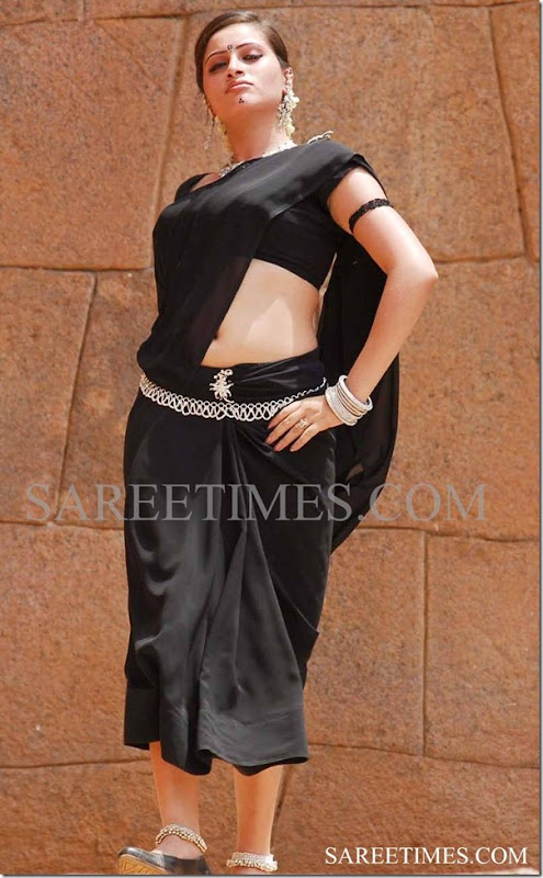 Navaneet_Kaur_Black_Saree