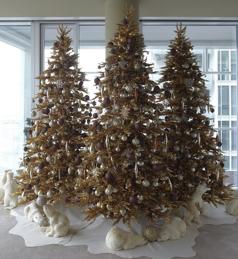 Last year, I did a more elaborate display with three gold trees and playful polar bears.