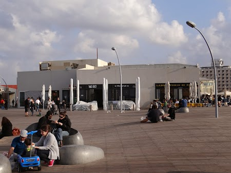 25. Pe malul marii in Tel Aviv.JPG