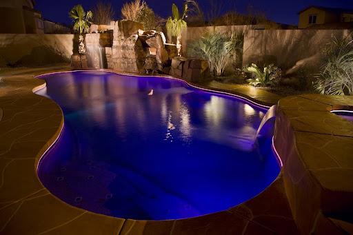 http://www.SplashPoolsNC.com - Splash Pools installs Viking Fiberglass and Vinyl Liner Inground Swimming Pools & Spas in Raleigh, Cary, Durham, Chapel Hill, Clayton, Greensboro and the surrounding areas of North Carolina.