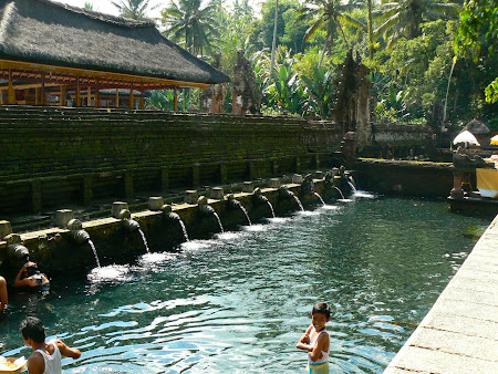 Bali travel: visit Tampaskiring - the saint basin