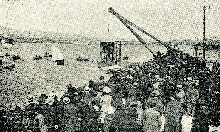 3 de abril de 1920. Puesta a flote del Savoia S-9. Foto de la revista IBERICA.JPG