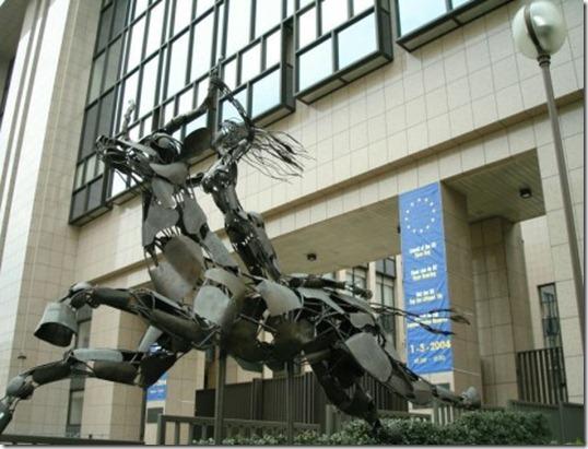 Estátua na sede da UE em Bruxelas