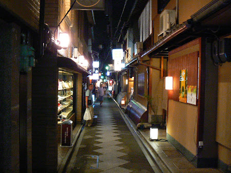 Things to do in Japan: walk the streets of Gion