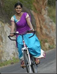 Meera-Nandan-in_cycle