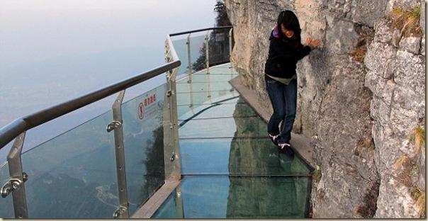 Impressionnante passerelle de verre de la montage de Tianmen (1)