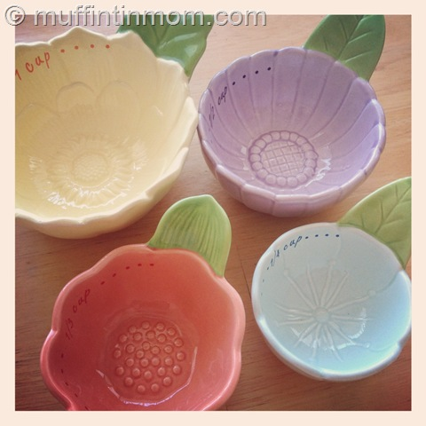 cute ceramic flower measuring cups