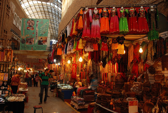 Urumqi - Grand Bazar, Robes et Etoles