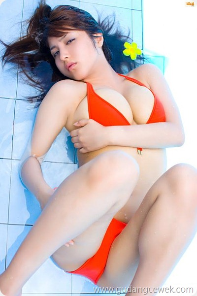 Model Jepang Super Seksi dengan Bikini Minim || gudangcewek.com