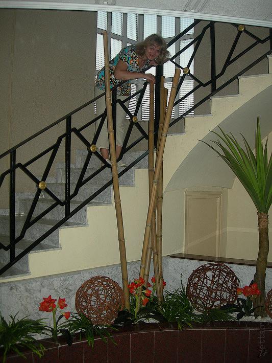 Hotel Terramarina (ex. Carabela Roc). La Pineda. Costa Dorada. Spain. Каждая площадка украшена чем-то в разных стилях.