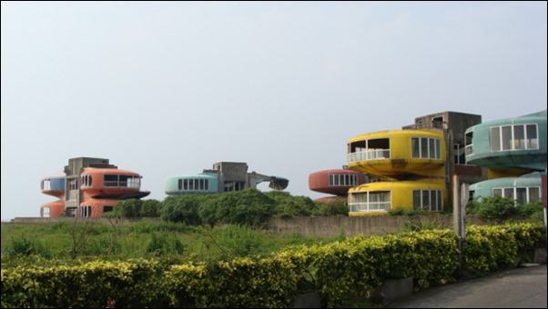 Sanzhi UFO houses 03