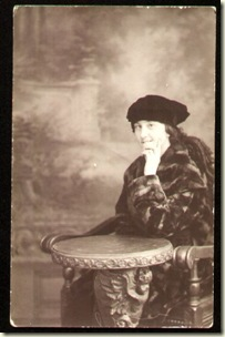 1920s_Woman_Fur_Coat