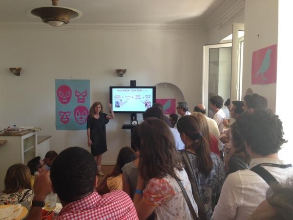 Marta Foncuberta Rueda en conferencai en Casa Mecxico