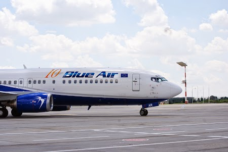 Livery Blue Air 10ani.JPG