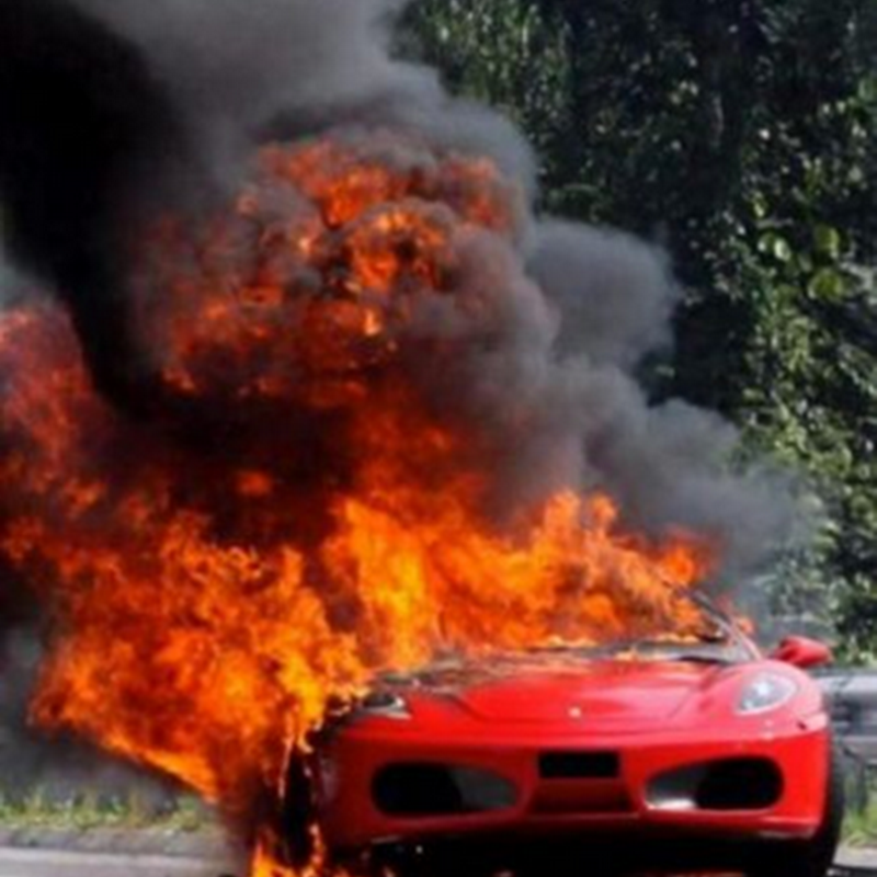 Bila kereta Ferrari terbakar ..