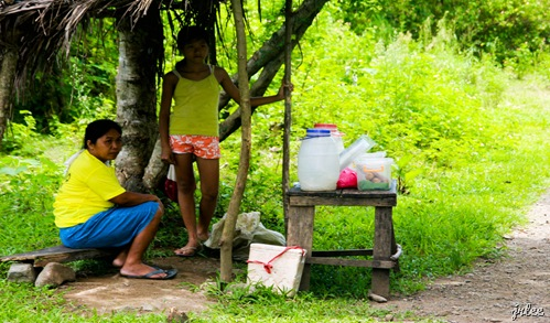 locals selling refreshments @ kabigan falls