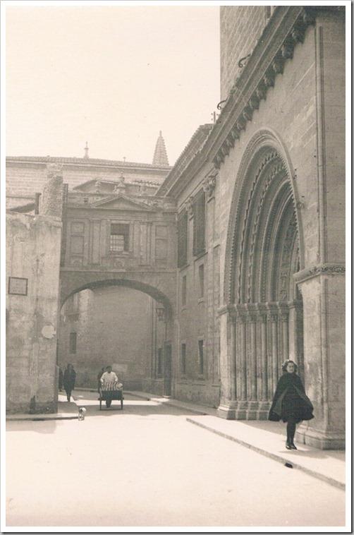 años 40 Puerta Romaìnica de la Catedral. AnÞos 40