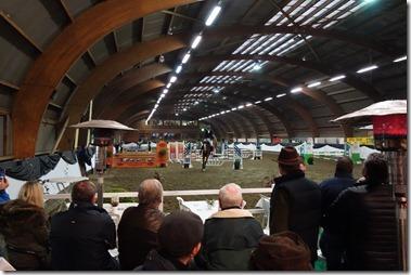 近所の施設で馬のジャンプ競技会が行われていた