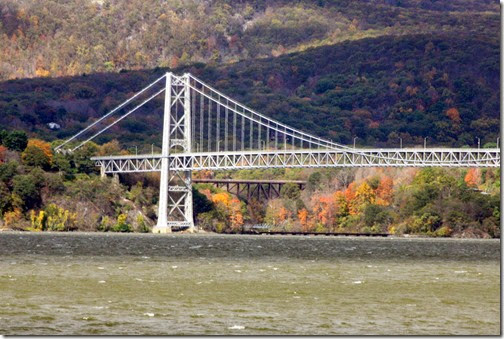 bear-mountain-bridge-fall-foliage-cruise