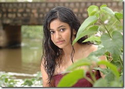 poonam-bajwa-in bath dress