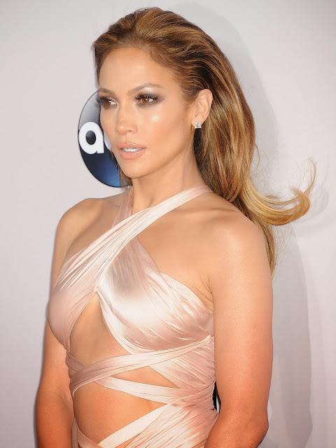 jenifer Lopez at 2014 American Music Awards sexy Sideboobs hot braless beauty