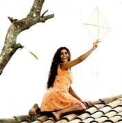 Gabriela - Gabriela e a pipa no telhado001