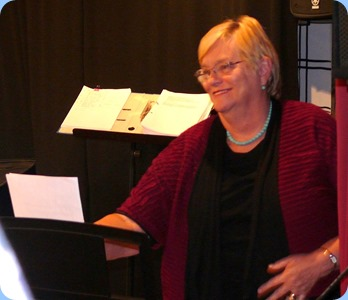 Barbara McNab preparing to play Peter Brophy's Yamaha PSR-S950 keyboard. Photo courtesy of Dennis Lyons.