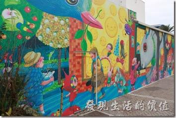 花蓮-翰品酒店。其實翰品酒店的停車場的位牆上也有大片的幾米繪本的創作圖案。