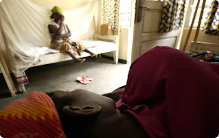 Femmes victimes de viol à Goma/RDCongo, 27 April 2006. AFP PHOTO/JOSE CENDON
