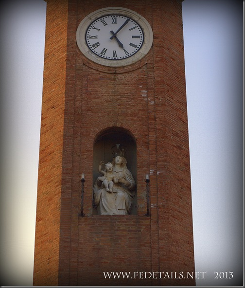 Torre dell'Orologio di Comacchio, Foto 3, Ferrara,EmiliaRomagna,Italia - Clock Tower of Comacchio, Photo 3, Ferrara, Emilia Romagna, Italy -Property and Copyrights of FEdetails.net