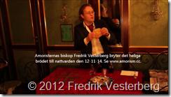 Amoristernas biskop Fredrik Vesterberg bryter det heliga brödet till nattvarden den 121114 med text