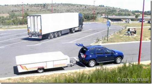 Dacia Duster met plooiwagen 02