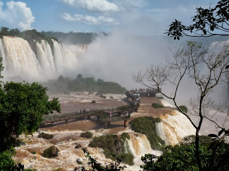 Cascada Iguazu: Si mai aproape