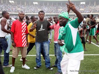 – Les supporteurs de DCMP(RDC) célèbrent la qualification obtenue ce 19/06/2011 au stade des martyrs à Kinshasa face au Simba(Tanzanie), score DCMP-Simba: 2-0. Radio Okapi/ Ph. John Bompengo