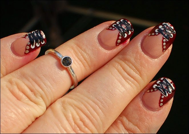 Nageldesign Nail Art Fabrics Corsage Mieder 04