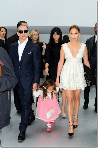 JLo sits front row Chanel Emme COn8uPCBptOl