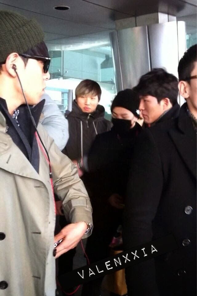 Big Bang - Incheon Airport - 16dec2013 - Fan - Valenxxia - 01.jpg